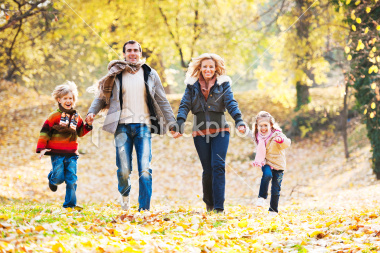 stock-photo-19784063-cheerful-family-running-in-park